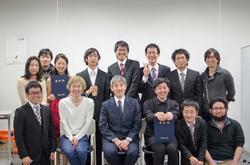 五十嵐さん研究室集合写真WEB.jpg